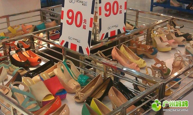 阿迪达斯的neo系列凉鞋,男女都可以穿,多色